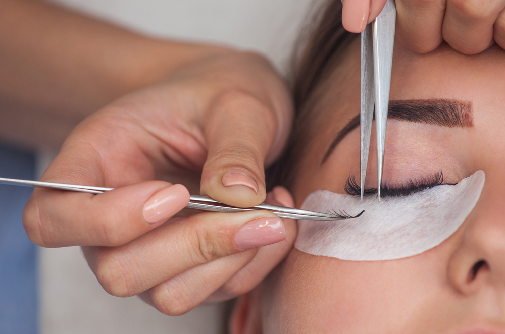 Learn Eyelash Extension Courses Online